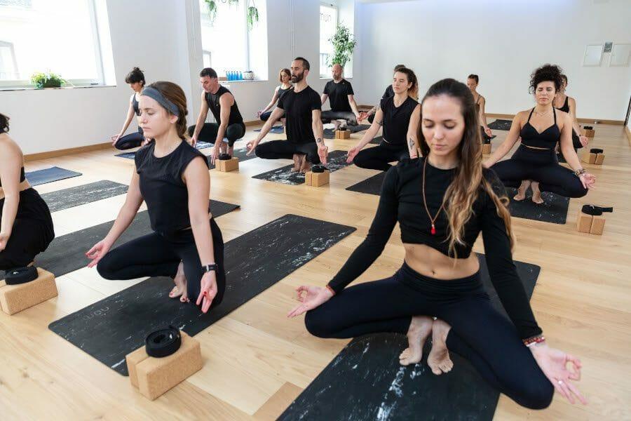 Programa: (des)conecta Yoga&CBD